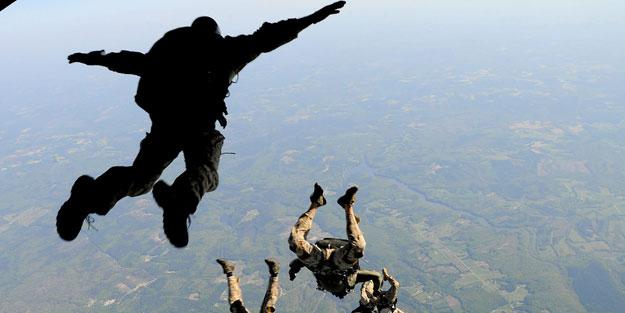 """Yunanlılar birbirine düştü """"Yakında Türk paraşütçüler Atina'ya inecek"""""""