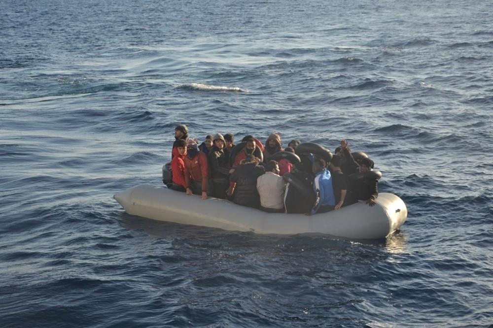 Yunanlıların ölüme terk ettiği 10'u çocuk 24 göçmen kurtarıldı