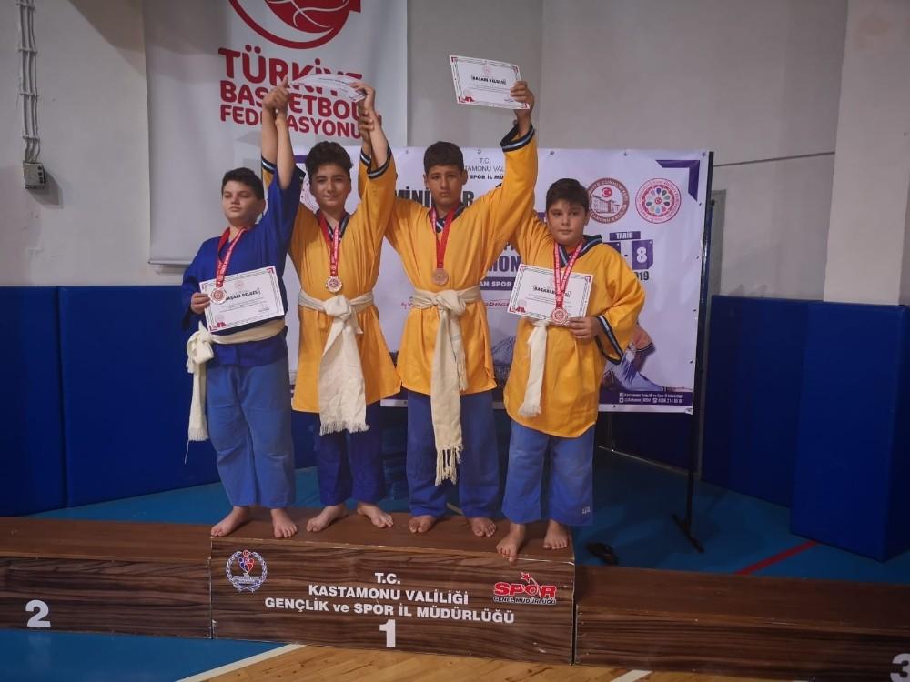 Yunusemre güreş takımı Türkiye ikincisi oldu