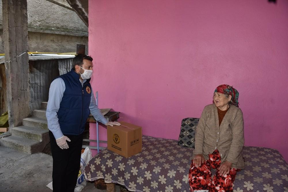 Yüreğir Belediyesinden selzedelere gıda desteği
