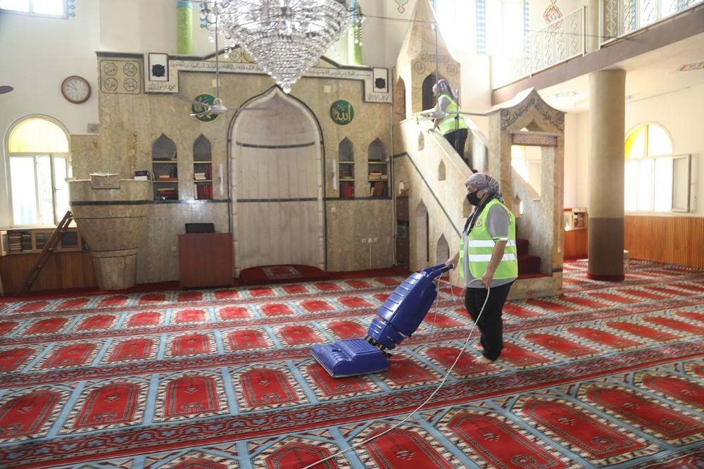 Yüreğir'de camiler ibadete hazır