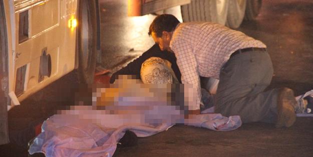 Yürek dayanmaz... Kazada ölen oğlunu uyandırmaya çalıştı
