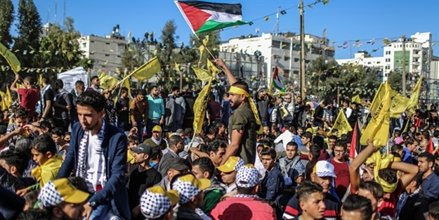 Yüz binlerce Filistinli Arafat'ı andı