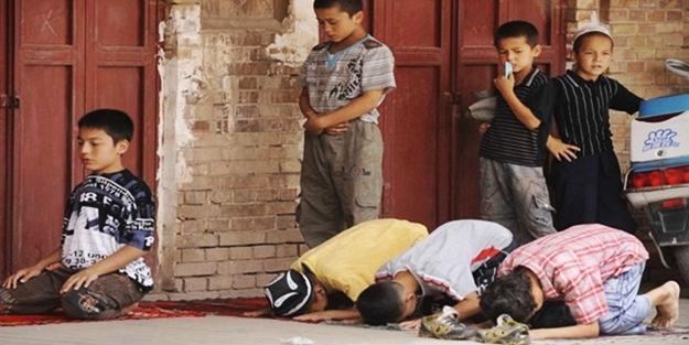 Zalimler Kur'an kursunu bastı: 300 öğrenci tutuklandı!