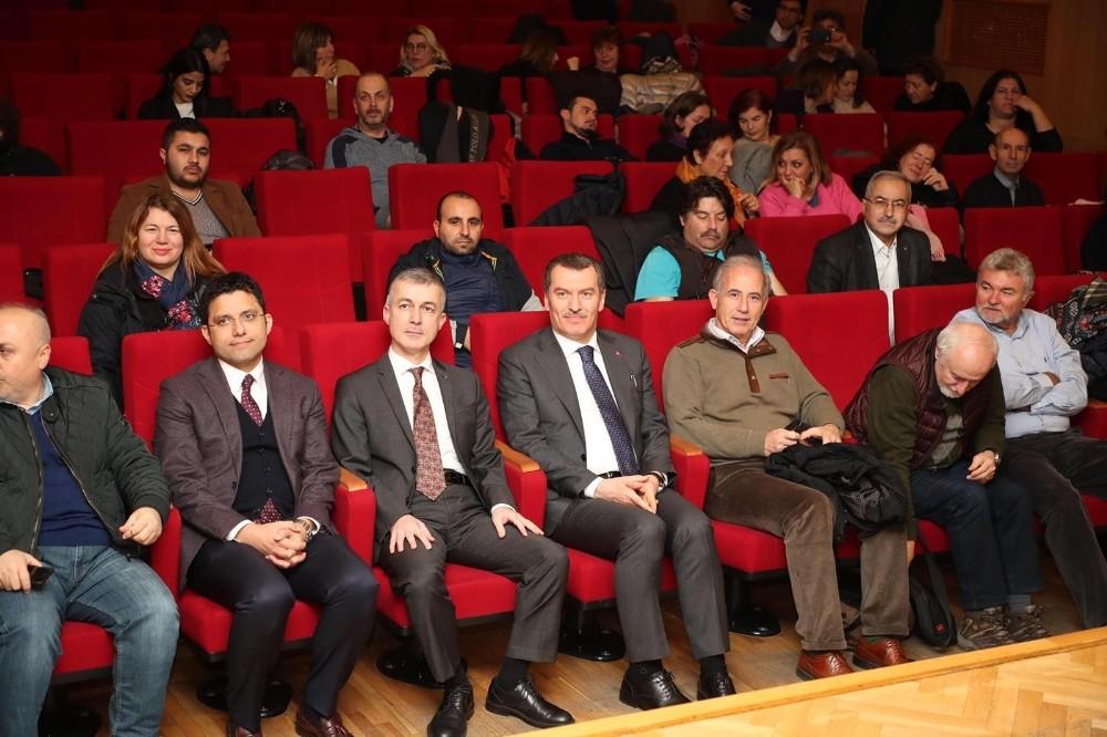 Zeytinburnu'nda eğitimini tamamlayan rehberlere sertifikaları verildi