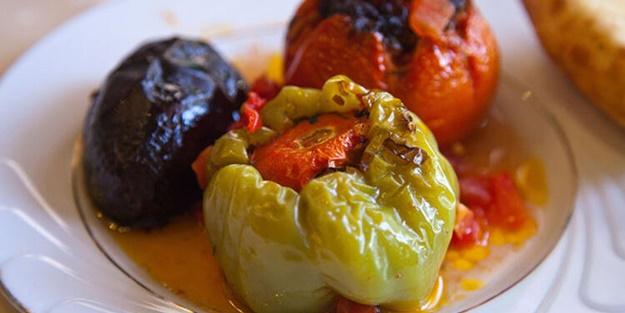 Zeytinyağlı biber dolması nasıl yapılır? Zeytinyağlı biber dolması tarifi ve malzemeleri