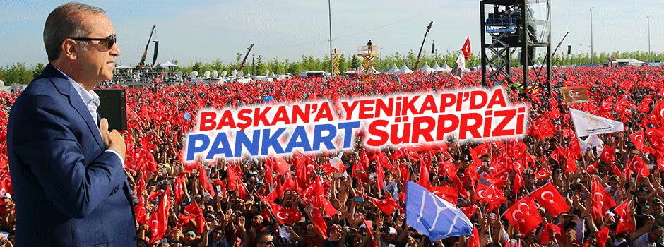 Cumhurbaşkanı Erdoğan'a Yenikapı'da pankart sürprizi