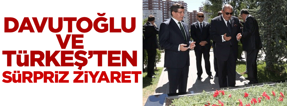 Davutoğlu ve Türkeş Alparslan Türkeş'in mezarına gitti