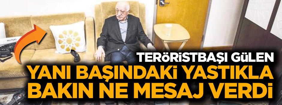 Teröristbaşı Gülen yanı başındaki yastıkla mesaj verdi