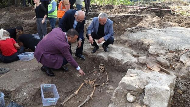 2 bin yıllık olduğu tahmin edilen ikinci lahit bulundu