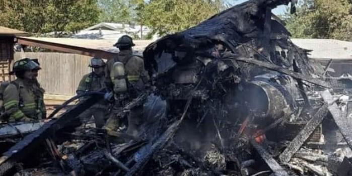 ABD'de askeri eğitim uçağı evlerin üzerine düştü