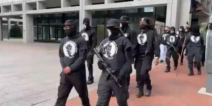 ABD'de silahlanıp sokağa indiler