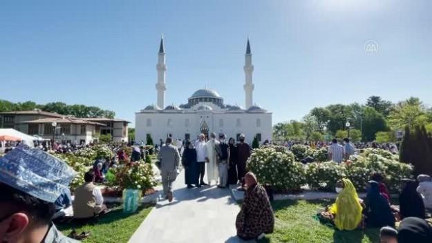 ABD'li Müslümanlar Ramazan Bayramı'nda Amerika Diyanet Merkezi'nde buluştu