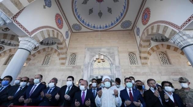 Ağrı'da Tayyip Erdoğan Camii dualarla açıldı