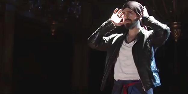 Arka sokaklar oyuncusu 'NAMAZ' videosunda rol aldı