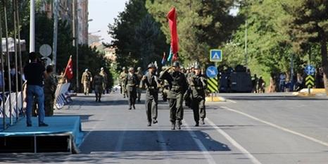 Asker Diyarbakır sokaklarını inletti