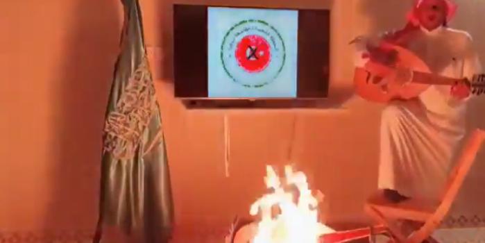 Avanak Apdi Suudi modeli! Türk malını boykot için enstrümanı yaktı