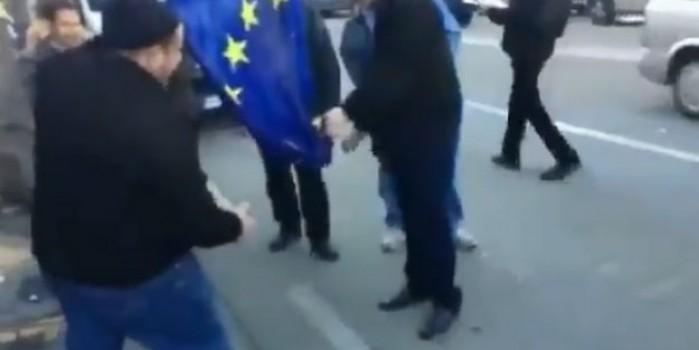 Avrupa Birliği çatırdıyor! Bayrağı ateşe verdiler