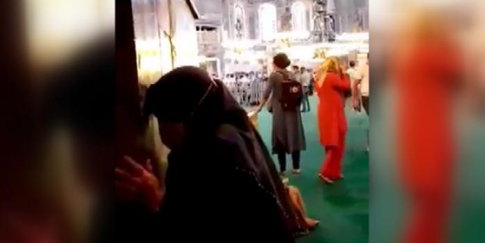 Ayasofya Camisi'ni ziyarete gelen Denizlili yaşlı kadının duygulandıran görüntüleri!