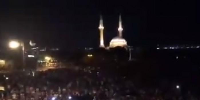 Azerbaycan'da Türkiye sloganları atıldı