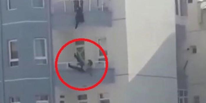 Balkondan atlayan kocasını yakalamasına rağmen kurtaramadı