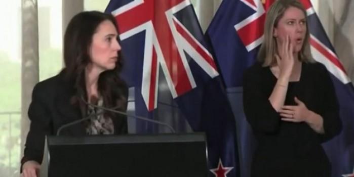 Başbakan depreme basın toplantısında yakalandı! Paniği kameralara yansıdı