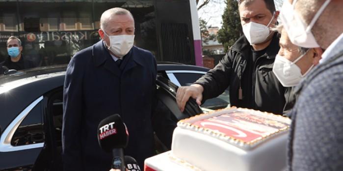 Başkan Erdoğan Kısıklı'da doğum günü pastasını kesti