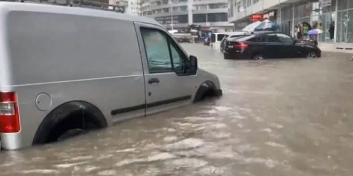 Batum'da sokaklar göle döndü