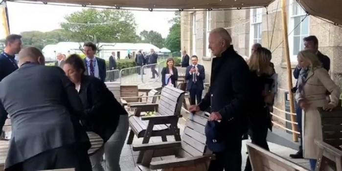 Biden BBC muhabirlerini masadan kovdurdu! Yaşananları gülümseyerek izledi