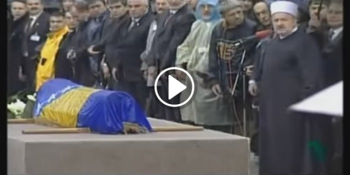 'Bilge Kral' Aliya'nın cenazesi tekbirlerle böyle defnedilmişti!
