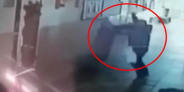 Bursa'da bir veli, çocuğunun öğretmenini tekme tokat dövdü
