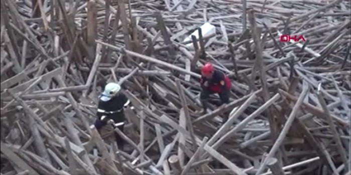 Cami inşaatında çöktü, mühendis enkaz altında kaldı