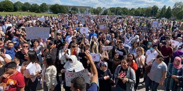 Çocukları ellerinden alınan Türk aileler ayağa kalktı! Almanya'dan Türkiye'ye yardım çığlığı