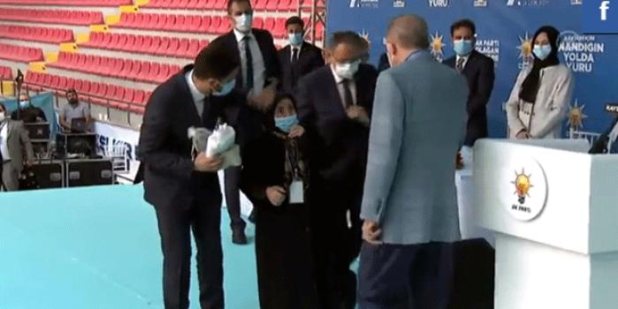 Cumhurbaşkanı Erdoğan ile Safiye teyzenin muhabbeti güne damga vurdu!