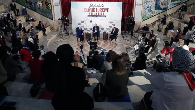 Cumhurbaşkanı Erdoğan: Kadınlarımızın eğitim ve üretim alanında katettikleri mesafe tarihi bir başarının ifadesidir