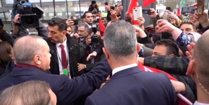 Cumhurbaşkanı Erdoğan'a Almanya'da coşkulu karşılama