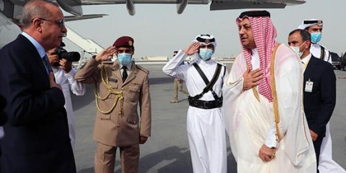 Cumhurbaşkanı Erdoğan'a Katar'da sosyal mesafeli karşılama