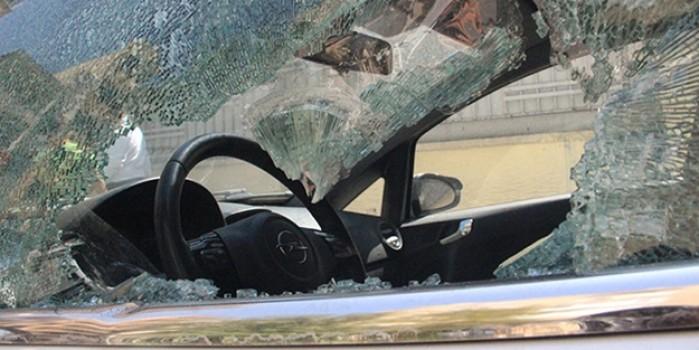 Araç sahipleri şok oldu... Demir levyeyle 21 aracın camını kırdı