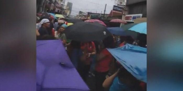 Deprem bu kez Filipinler'i vurdu... Halk sokaklarda
