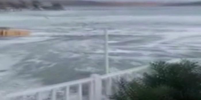 Depremde meydana geldi! Denizde ürküten görüntü