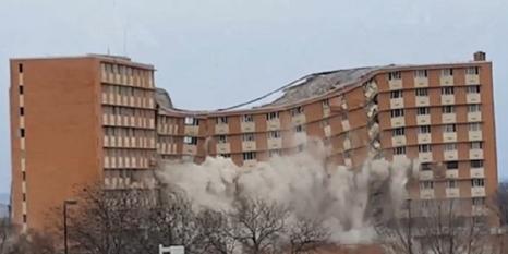 Dev binayı dinamitle patlatarak yıktılar