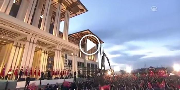 Devlet ve Millet karşılıklı İstiklal Marşı okursa.. Muhteşem!