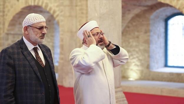 Dİyanet İşlerİ Başkanı Erbaş, Şuşa'da ezan okudu