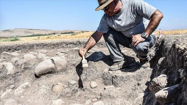 Domuztepe Höyüğü'nde Orta Çağ Dönemi'ne ait çocuk iskeleti bulundu