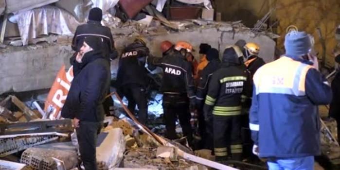 Elazığ'da arama ve kurtarma çalışmaları devam ediyor