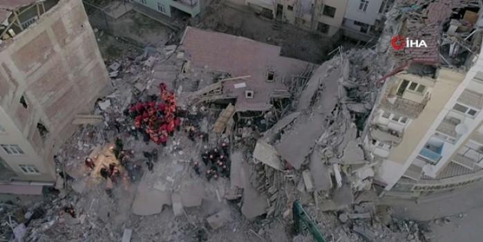 Elazığ'da depremin verdiği hasar gün ağarınca ortaya çıktı
