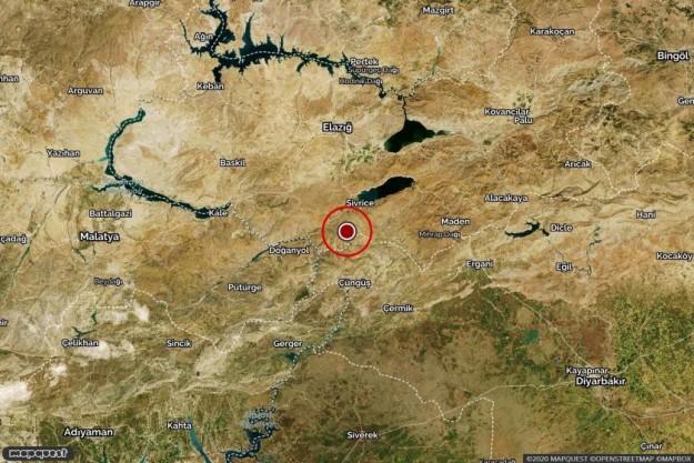 Elazığ'da şiddetli deprem... Bir çok ilden hissedildi