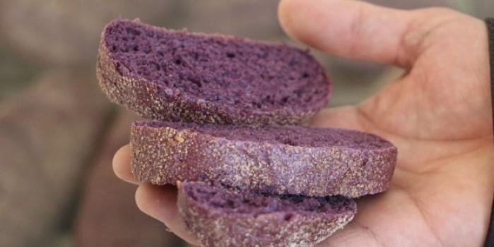 Faydası bol, rengi mor ekmek
