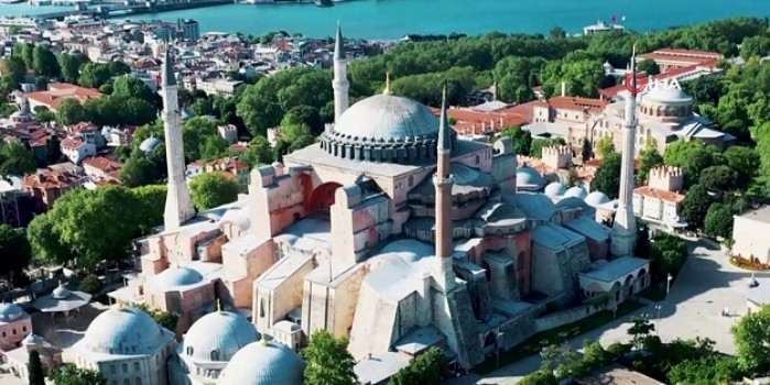 Fethin sembolü Ayasofya Camii ve Sultanahmet meydanı drone ile görüntülendi