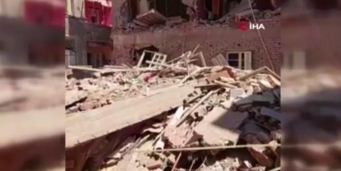 Gece saatlerinde eğilen 6 katlı bina yerle bir oldu: 2 ölü
